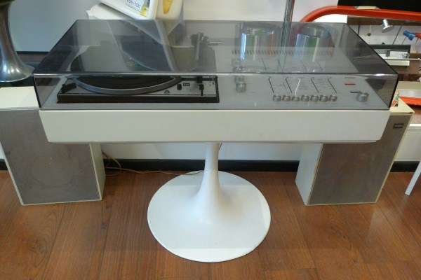 Boutique polychrome for Chaine hifi salon