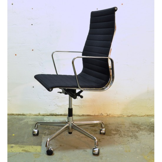Fauteuil de bureau Eames EA119